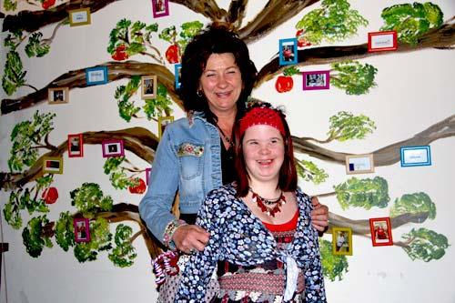 Franny en Jasmijn voor de stamboom (foto: PBA / PT Foto)
